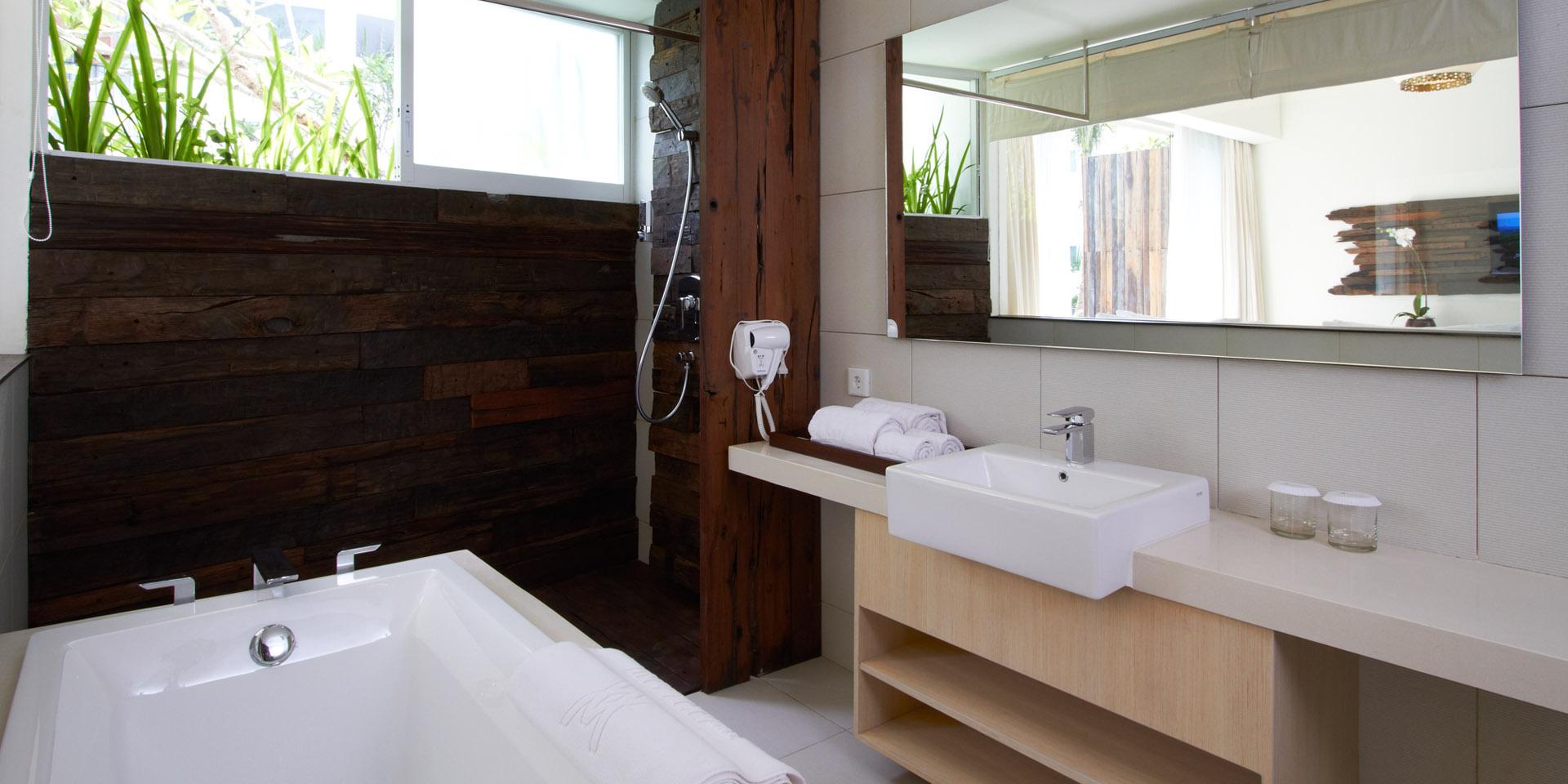 Poolside Grand Deluxe - Bathroom